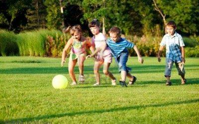 El sedentarisme, ja està demostrat que no és bo, però les tecnologies estan aquí llavors és important que aprenem a conviure amb elles, els nens poden jugar a la play?, clar que si, però mesurem el temps. Igual que els adults, els nens necessiten fer exercici. La majoria dels nens necessita, almenys, una hora d'activitat física cada dia. Els nens amb un bon volum d'activitat física tenen una major capacitat de concentració. Combinar l'activitat física regular amb una dieta saludable és fonamental per aconseguir un estil de vida saludable.