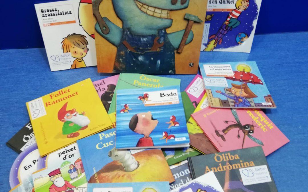 Ja tenim llibres per llegir mentre ens esperem, són súper divertits!!!!!